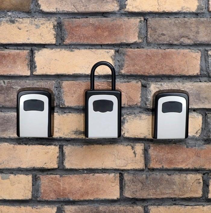Pakabinamas seifas raktams